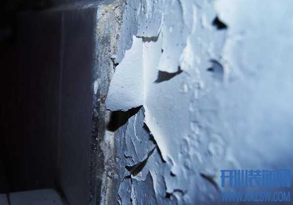墙壁受潮掉了皮怎么办?墙面发生回潮,如何正确修补脱落面