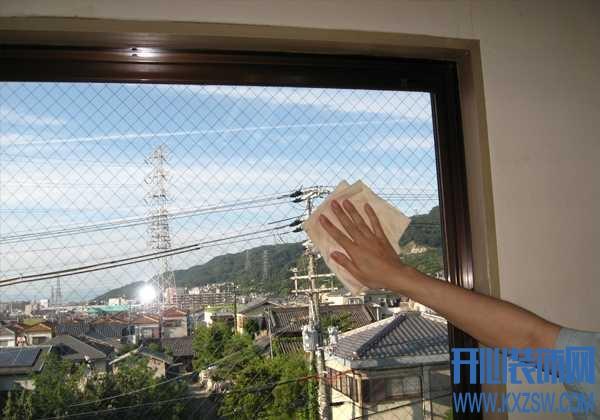 清除玻璃上的牛皮藓,用信手可拈的小妙招