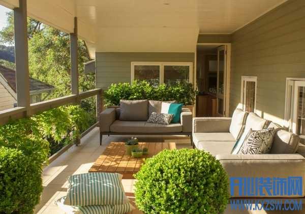 如果你有一个休闲阳台,会如何来装点?透明吊椅考虑过吗?