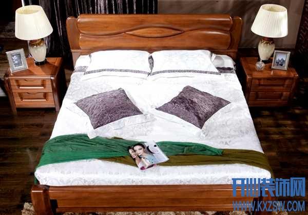 心居名家实体店内的床头柜价格贵不贵