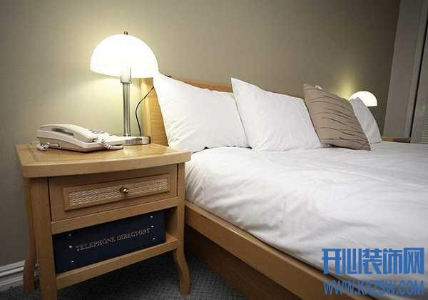 有没有可以替代床头柜的装饰设计?床头边怎么布置实用又有趣