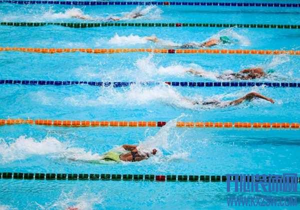 游泳可以戴隐形眼镜吗?不让戴隐形眼镜,游泳的时候该怎么办呢?