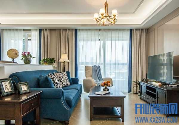 深蓝色的沙发,如何在色彩上与家更好比拟