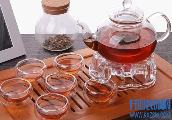 """茶具是爱茶人士的""""本命"""",各种材质的茶具特点更是如数家珍"""