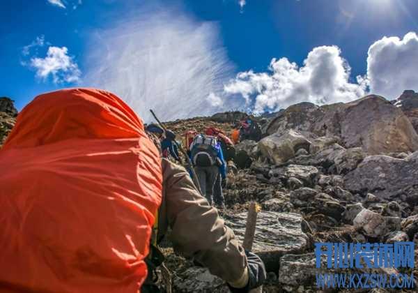 爬山过程当中受伤该如何解决?如果身边没有其他人该怎么办