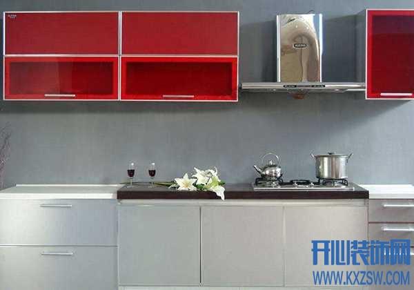 厨房打算装橱柜,UV板和亚克力哪个好?橱柜面板材料怎么选